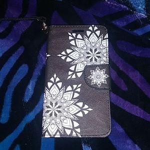 Black and white decorative flower phone case